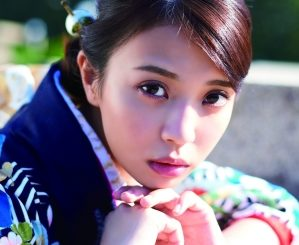 欅坂46・小林由依ら10人が艶やかな晴れ着姿を披露!
