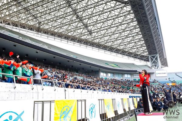 三阪咲、令和初の全国高校サッカー選手権決勝で史上初の2曲熱唱ライブ!