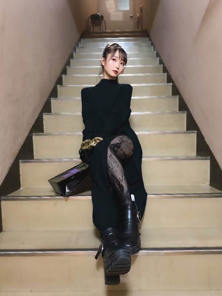イコラブ 大谷映美里、レースタイツが魅力的なブラックコーデショットを披露「強めの女になりました」