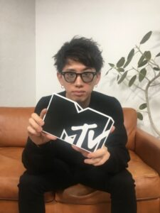 ONE OK ROCK Takaが視聴者からの100の質問に回答!