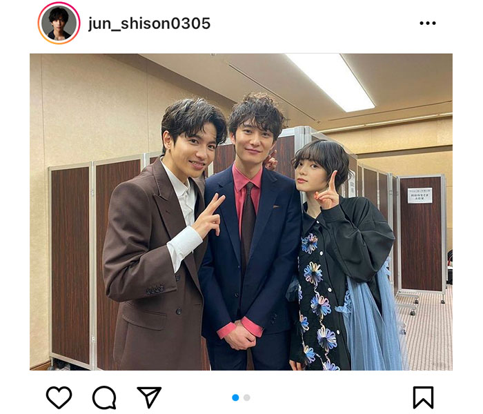 志尊淳、『さんかく窓の外側は夜』で共演する岡田将生、平手友梨奈と3ショット