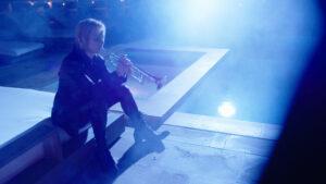 YOSHIKIがトランペットで「Forever Love」を演奏する映像をSNSで公開