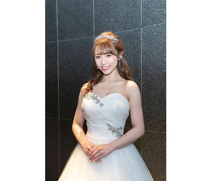 ミスキャンパス準グランプリ 山本瑠香、表彰式の純白ドレス姿を披露「とても綺麗だ」