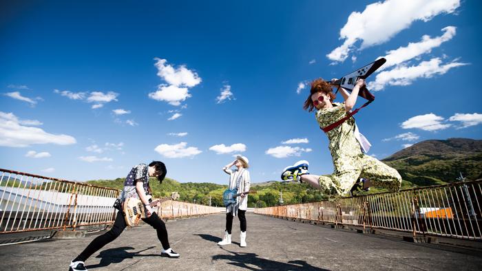 "sajiが新曲『星のオーケストラ』をリリース!""学校""からインスピレーションを受けたという本作の魅力に迫る!!"