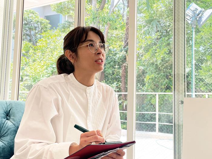 Worker's file 編集ライター 高橋 亜矢子「年齢・性別問わずいろいろな人に会って、人の話を聴いて、とにかく遊んでほしい」