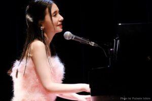 May J.、15周年記念ライブでファン投票1位の『Let It Go ~ありのままで~』歌唱