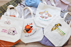 相良刺繍をふんだんにあしらった「縦型刺繍帆布トートバッグ」を「どんぐり共和国」にて発売!