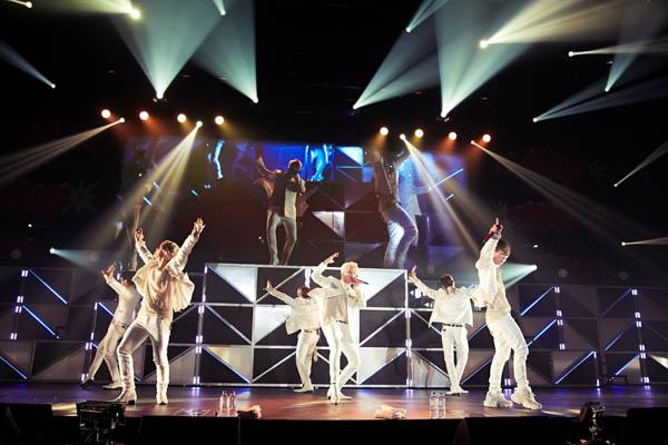 iKON、完全初出し・未公開ライブ映像での自身初フィルムコンサート開催が決定!